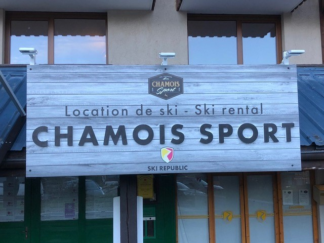 enseigne le Chamois d'Or à Val Thorens Chamois Sport