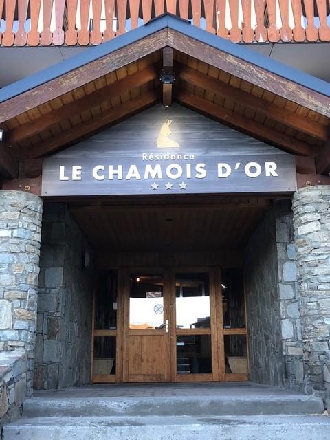 enseigne le Chamois d'Or à Val Thorens entrée secondaire