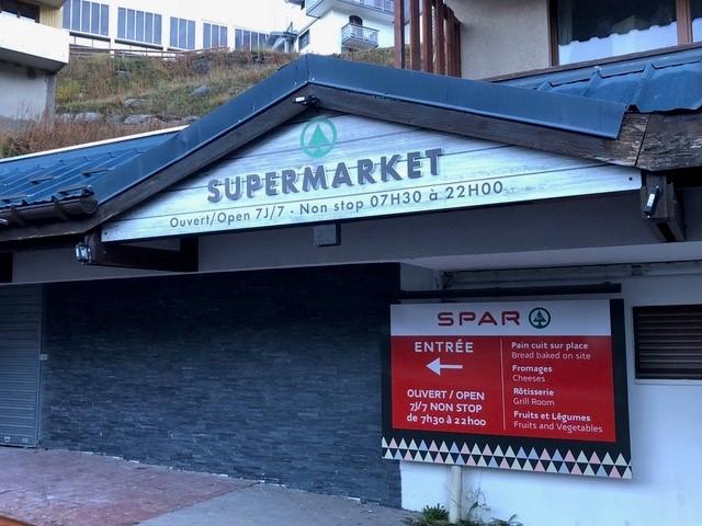 enseigne le Chamois d'Or à Val Thorens supermarket SPAR